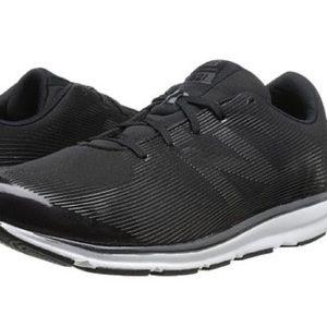 NEW BALANCE 521 black training shoes